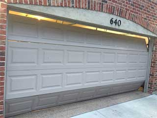 Why is My Door Not Closing? | Garage Door Repair Palmetto Bay, FL